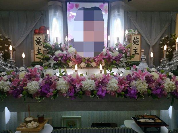 日光やすらぎほーるの洋花の生花祭壇です